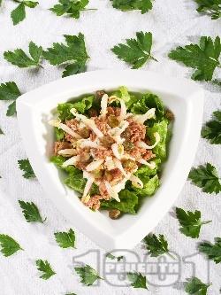 Салата от спанак, соеви кълнове, риба тон и козе сирене - снимка на рецептата